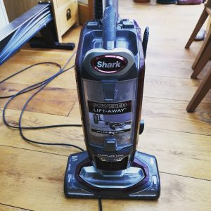 shark vacuum cleaning hardwood floors