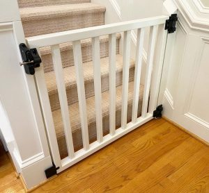 dog gate for bottom of stairs